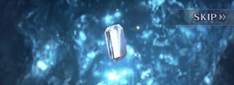 薄っすら青く光る宝石